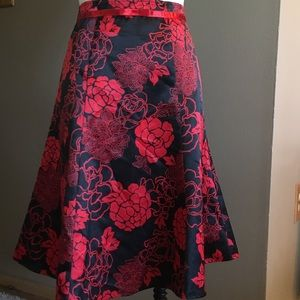 Satiny skirt in black and red chinoiserie floral